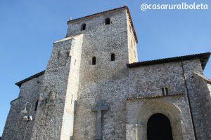 la iglesia de santa maria del conceyu llanes 300x200 - Iglesia de Santa Maria del Concejo en Llanes