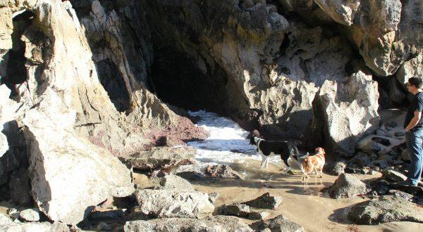 Playa de Gulpiyuri en Llanes, la playa de Llanes más pequeña del mundo