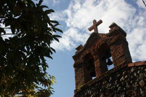 capilla de san pedro riegu casa rural la boleta campanario 300x200 - Capilla de San Pedro en Riegu