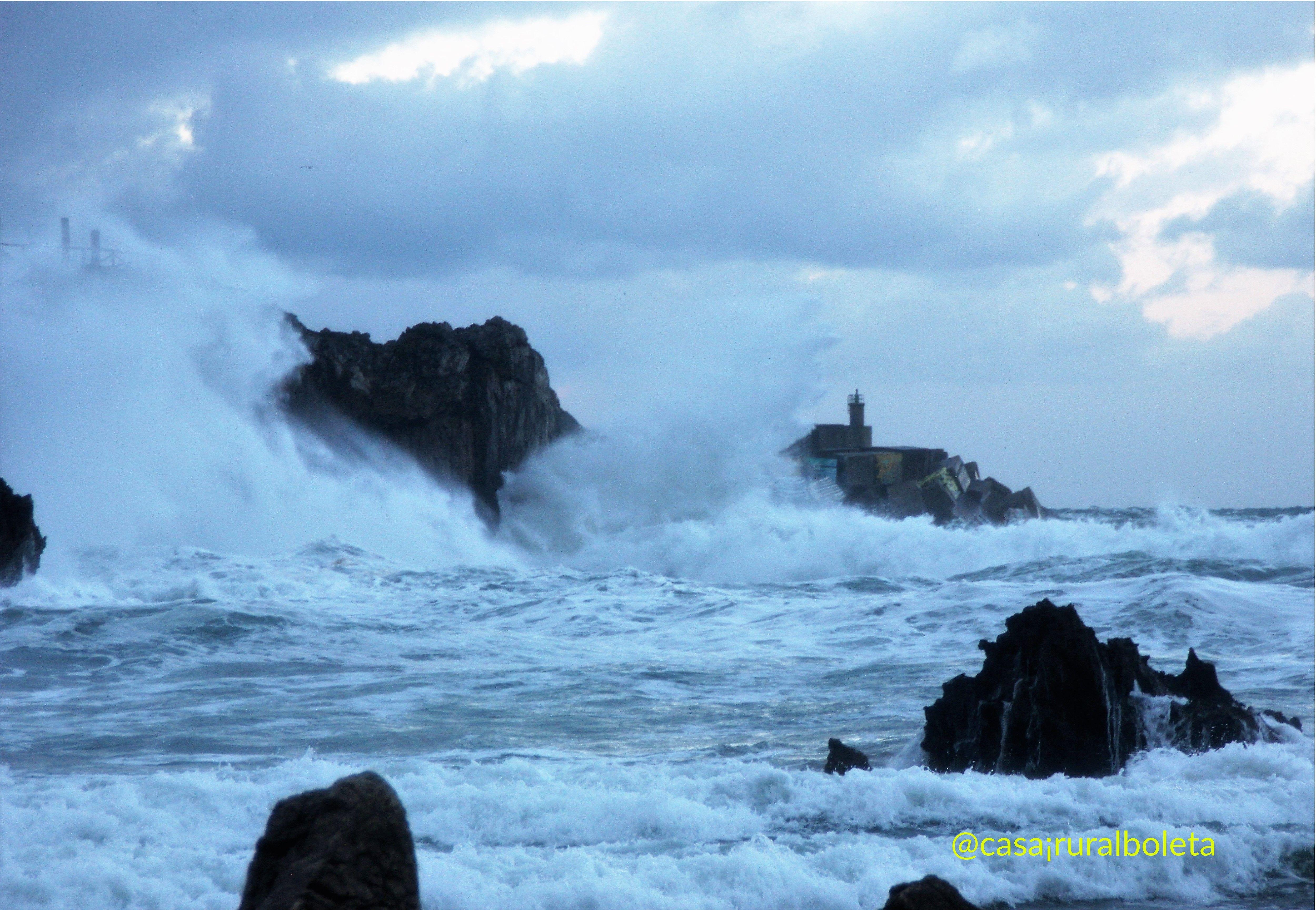 temporal en la costa de llanes playa de toro cubos de la memoria - Temporal en la Costa de Llanes, las Fotos