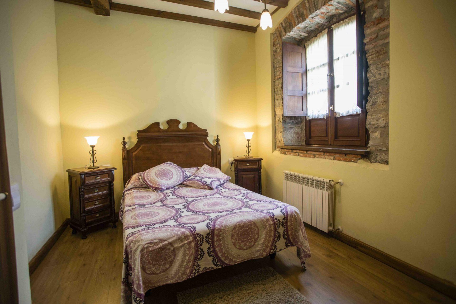 Casa rural en Llanes Asturias La Boleta. Estancia Rural Llanes dormitorio matrimonial. Tlfno 620 72 42 79