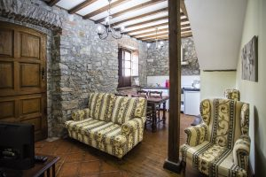 Casa Rural en Llanes La Boleta. Salon Cocina de Estancia Rural Llanes. Tlfno 620 72 42 79