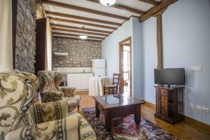 Casa Rural en Llanes Asturias. Salón Cocina de Estancia Rural Peá Tú. Tlfno 620 72 42 79