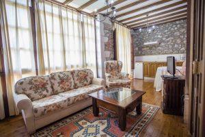 Casa Rural en Llanes Asturias la Boleta. Salon cocina de Estancia Rural Vidiago. Tlfno 620 72 42 79