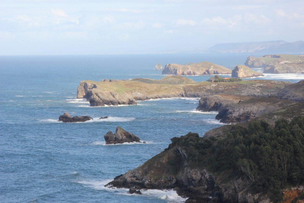 Vista de Poo, Celorio y Barro desde Aparcamiento de Torimbia